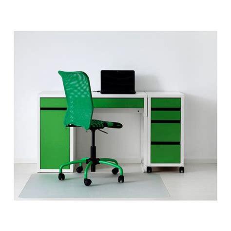 si e bureau ikea micke scrivania ikea è facile tenere cavi e multiprese a