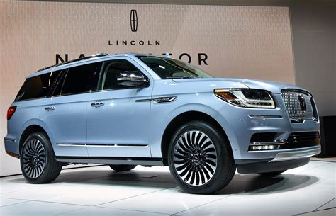 New Lincoln Navigator Maxing Out The Luxury Suv Sector