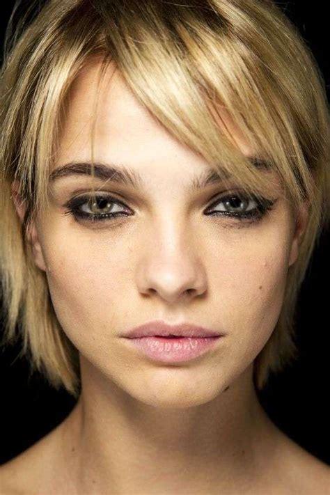 idee  taglio  capelli  viso lungo  magro foto