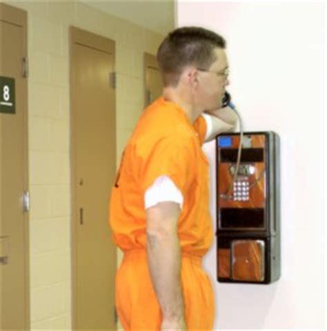 inmate phone calls inmates in on prison phone glitch freakonomics