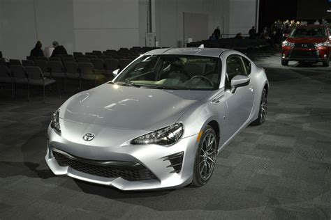Toyota Gt86 Silver Toyota 2017 toyota gt86 in pictures evo