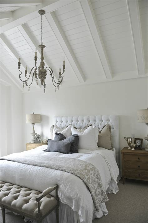 High Bedroom Decorating Ideas by Unique Ways To Decorating Bedrooms With High Ceilings