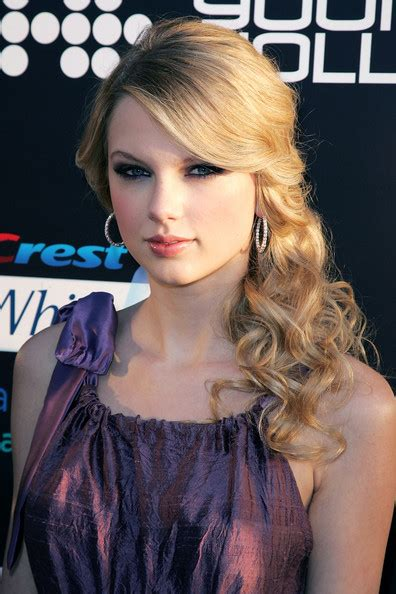 taylor swift and her vintage curly hair locks women