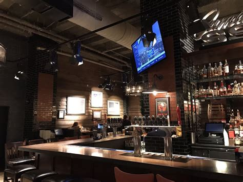 guys american kitchen  bar    reviews american traditional