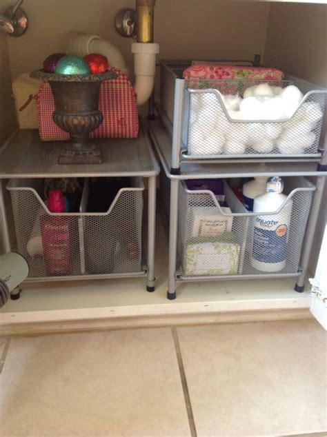 organize   bathroom sink