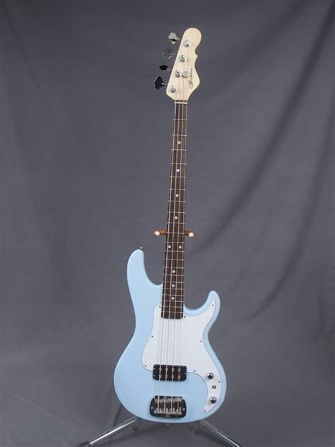 foto de G&L Kiloton Bass Sonic Blue Reverb
