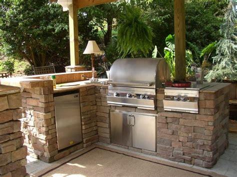 outdoor kitchen designs for small spaces barbecue fixe fonctionnel et esth 233 tique dans le jardin moderne 9022
