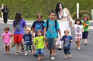 14 შვილის მარტოხელა დედა, რომელსაც ცუდ დედობაში ...