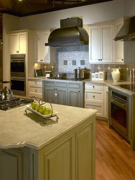 pictures kitchen cabinets 26 best images about cabinets on milwaukee 1486