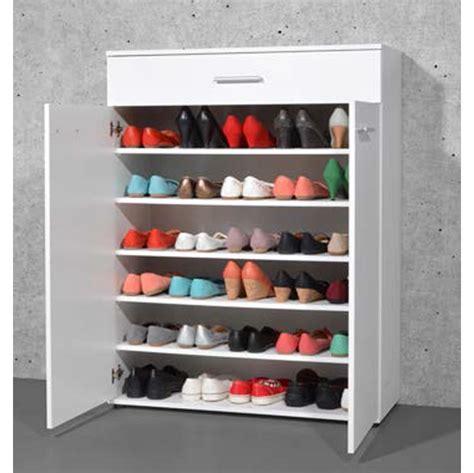 plan de travail cuisine béton ciré armoire meuble à chaussures blanc avec 2 portes et 1