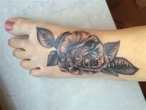 Rosen Tattoos Schwarz : beste schwarz wei tattoos tattoo lass deine tattoos bewerten ~ Frokenaadalensverden.com Haus und Dekorationen