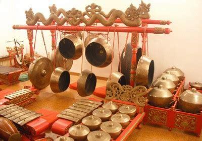 Alat musik ini merupakan alat musik khas daerah timur, khususnya di maluku dan papua. Mari Mengenal 10 Alat Musik Tradisional dari Jawa Tengah dan Penjelasannya