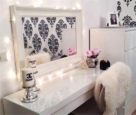 Toaletka Chanel Glamour Na Bogato Biel Na Pokój Marzeń