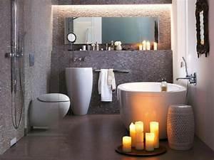 bougie romantique 50 idees deco avec bougies pour l39interieur With salle de bain design avec fournisseur bougies décoratives