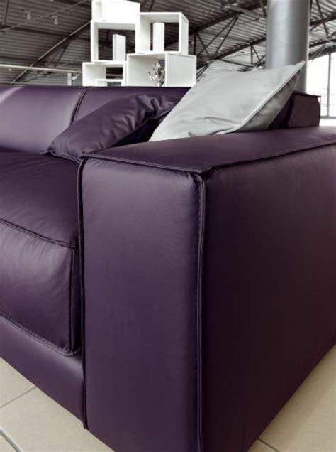canapé cuir violet 80 idées d 39 intérieur pour associer la couleur prune