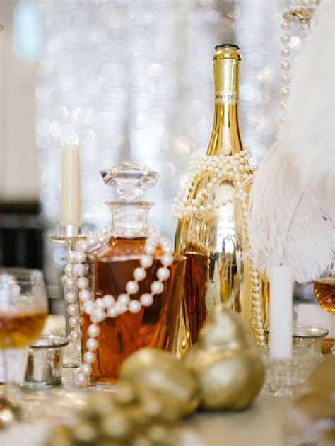 Glamorous Great Gatsby themed wedding decorations and