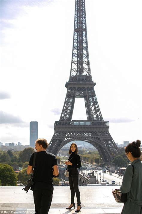 Sprei Eiffel Tower culpo visits eiffel tower during givenchy