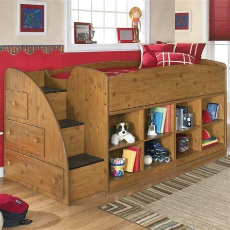 place du lit dans une chambre etagere pour chambre enfant lit combin compact avec