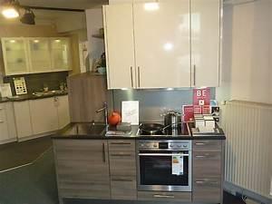 Küche Mit Granitarbeitsplatte : h cker musterk che kleine k che im holz hochglanz mix mit granitarbeitsplatte ausstellungsk che ~ Sanjose-hotels-ca.com Haus und Dekorationen
