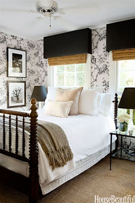 Bedroom Decorating Ideas With Black And White by 15 Beautiful Black And White Bedroom Ideas Black And