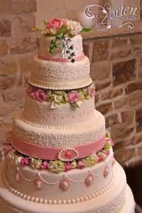 hochzeitstorten dekoration festliche hochzeitstorte weiße schokolade blumen torte schokolade dekoration