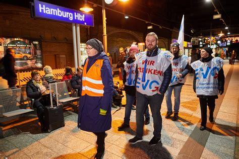 Reisende haben bei verspätungen und zugausfälle rechte (symbolbild). Bahn-Streik in Hamburg: Züge und S-Bahnen betroffen | FINK ...