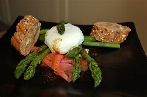cuisiner des asperges vertes jessy s kitchen salade d asperges vertes saumon fum 233 et oeuf poch 233
