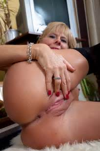 Slutty Mature Cathy Oakley Flaunt Her Chesties Milf Fox