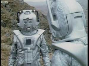 Cybermen Ambush The Doctor & Master - Doctor Who Classic ...