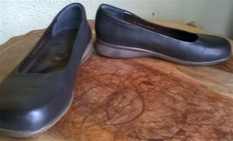 Brown Green Cross Shoes Size 8 Was Sold For R1.00