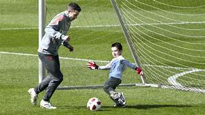 Sons of Manchester United's Robin van Persie and Phil ...