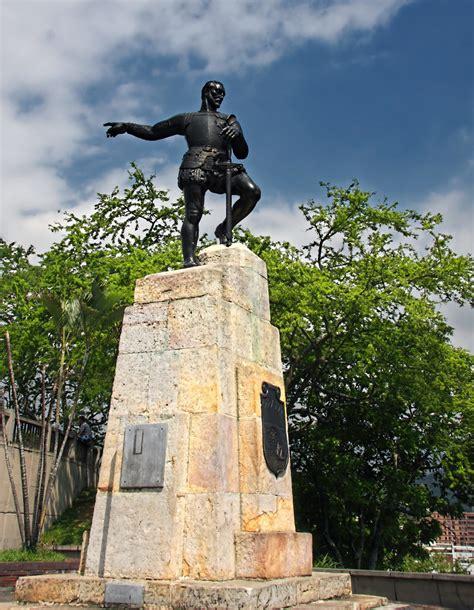 El autor de este importante monumento fue victorio macho y se inauguró en junio de 1937. Sebastián de Belalcázar   The founder of Cali, Sebastián ...