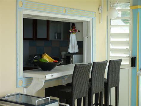 cuisine avec passe plat le passe plat et comptoir donne directement sur la cuisine