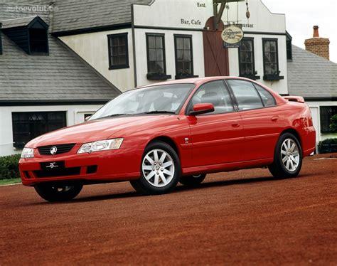 HOLDEN Commodore Sedan specs & photos - 2004, 2005, 2006 ...