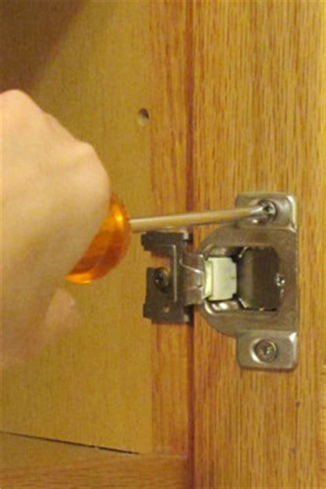 kitchen cabinet hinge adjustment adjusting kitchen cabinet doors cabinet doors 5478