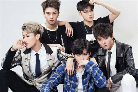 hot korean boy band this popular boy band in china is made up of girls we
