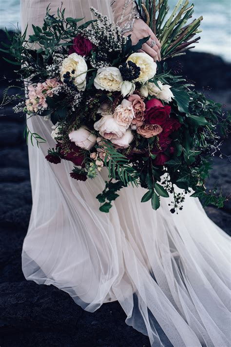 15 Stunning Winter Wedding Bouquets Belle The Magazine