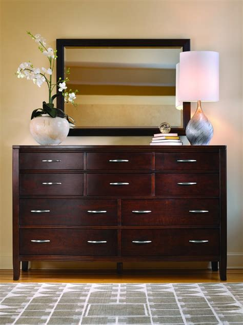 stickley bedroom chelsea master dresser  art sample