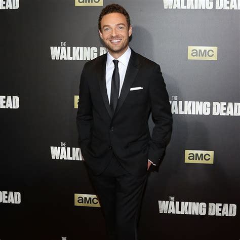 ross marquand celebrity impressions taylor swift on stage with gigi hadid and martha hunt