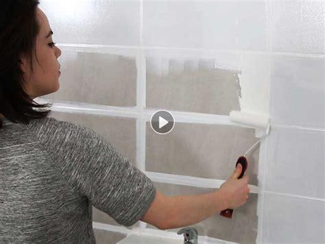 peinture de salle de bain comment relooker le carrelage mural femme actuelle