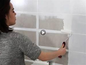 Comment Recouvrir Du Carrelage Mural : peinture de salle de bain comment relooker le carrelage mural femme actuelle ~ Melissatoandfro.com Idées de Décoration