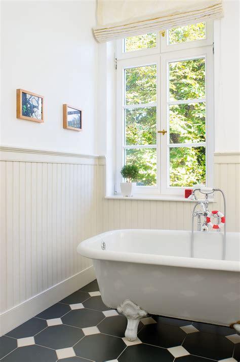beadboardde stilvolle badgestaltung mit wandpaneelen im