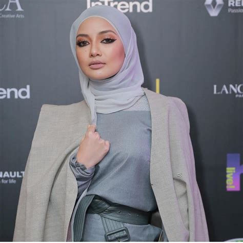 'Amboi Hajah, Makin Ketat Baju' - Tampil Seksi Di Malam ...