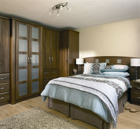 Decorating Ideas For Small Bedrooms Uk by Cheap Bedroom Design Ideas Sliding Door Wardrobes