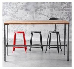 Table Haute Design : table de bar arri mange debout en bois et acier industriel au design sobre pour l 39 int rieur ~ Teatrodelosmanantiales.com Idées de Décoration