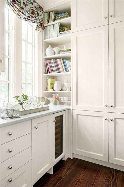Kitchens With White Cabinets by Crisp Classic White Kitchen Cabinets Southern Living
