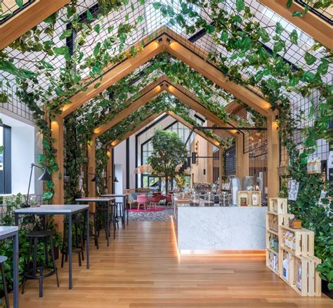 Complete with suspension bridges and stunning. Boutique Coffee Roaster Coperaco's First Cafe Holds a Modern Tree House | Modern tree house ...