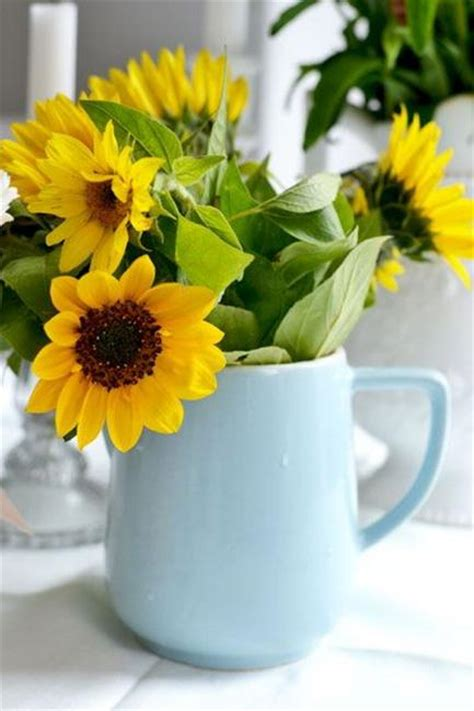 sunflowers table centerpieces adding sunny yellow color