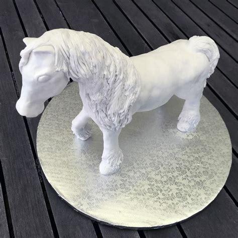 cheval en pate a sucre modelage cheval tout en p 226 te 224 sucre et enti 232 rement fait modelage chevaux