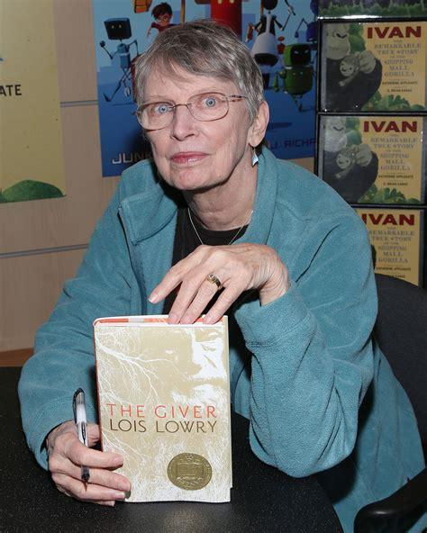 profile  author lois lowry newbery medal winner